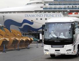 Nhật Bản hứng chỉ trích vì 2 người chết, 600 ca nhiễm Covid-19 trên tàu