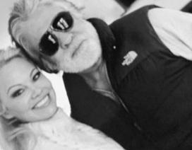 3 tuần sau khi ly dị, chồng cũ Pamela Anderson đính hôn với bạn gái mới