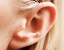 Tưởng nốt ruồi son hóa ung thư tai