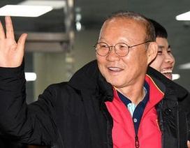 Trở lại Việt Nam, HLV Park Hang Seo được kiểm tra kỹ về y tế