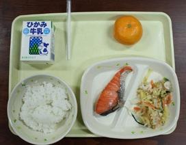 Nhân viên nhiễm virus corona chuẩn bị đồ ăn cho gần 200 học sinh Nhật Bản