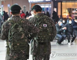 11 binh sĩ Hàn Quốc nhiễm virus corona, gần 8.000 người bị cách ly