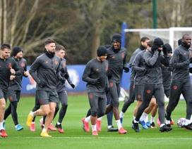 """Cầu thủ Chelsea  """"luyện công"""" dưới mưa, chờ Bayern Munich"""