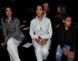 Bạn gái C.Ronaldo đẹp sang chảnh khi đưa con trai đi dự sự kiện