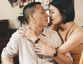 """MC Hoàng Linh gây """"sốt"""" với bộ ảnh tình tứ bên ông xã"""