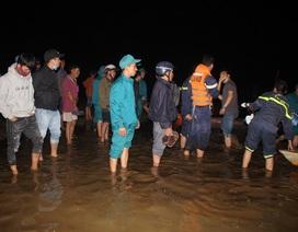 Trắng đêm tìm kiếm nạn nhân trong vụ lật ghe 6 người chết, mất tích