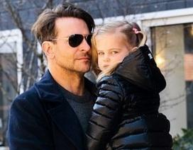 Bradley Cooper đưa con gái xinh đẹp ra phố