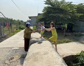 Cả gia đình khốn khổ vì bị hàng xóm mang hàng chục tấn bê tông chặn lối đi