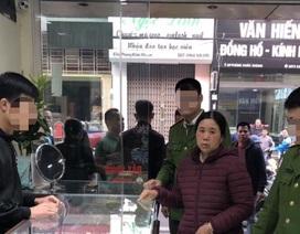 """Hà Nội: """"Mượn"""" vàng cho người nhà xem rồi chiếm đoạt tài sản"""