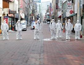 """5 quan chức Hàn Quốc ở """"tâm dịch"""" Daegu nhiễm virus corona"""