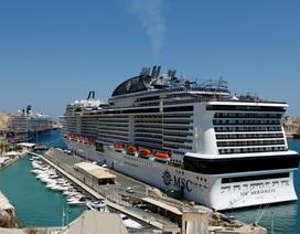 """Du thuyền chở hơn 6.000 người bị """"hắt hủi"""" vì nghi có người nhiễm corona"""