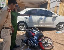 Ô tô đang đậu bỗng tụt dốc đè một phụ nữ tử vong