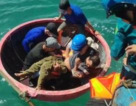 Quảng Ngãi:  Cứu sống ngư dân trôi dạt suốt đêm trên biển