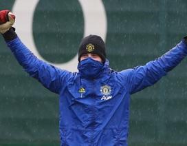 Man Utd đội mưa tập luyện chuẩn bị làm khách trước Everton