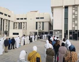 Kuwait có 46 người nhiễm corona, nhân viên chính phủ xếp hàng kiểm tra y tế