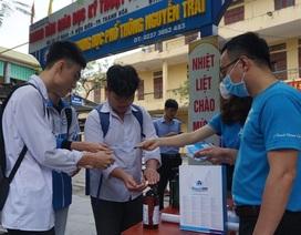 Thanh niên tình nguyện giúp học sinh THPT phòng, chống dịch Covid-19