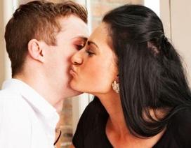 Nhà chức trách Pháp đề nghị người dân ngừng... hôn để phòng Covid-19