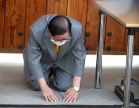 Giáo chủ Tân Thiên Địa quỳ xin lỗi trong lần đầu xuất hiện sau dịch bệnh