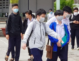 Hàng nghìn học sinh vắng học trong ngày đầu quay lại trường