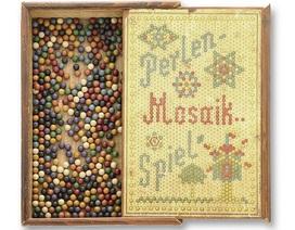 Bộ đồ chơi thời thơ ấu của thiên tài Einstein được rao bán hơn 1,3 tỷ đồng