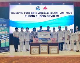 CPC1 Hà Nội trao tặng nước súc miệng cho các bệnh viện tuyến đầu tỉnh Vĩnh Phúc