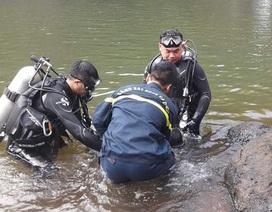 Phát hiện thi thể hai trẻ nhỏ dưới hồ nước sau nhà
