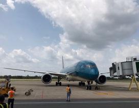 Đoàn người Việt trở về từ Hàn Quốc nhập cảnh ngay trên máy bay