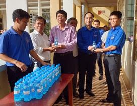 Tặng hơn 1.600 lít dung dịch rửa tay khô cho các trường THPT