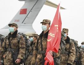 """Hơn 10.000 quân y Trung Quốc """"chiến đấu"""" chống dịch corona"""