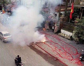 """Công an Hà Nội vào cuộc vụ đám cưới đốt pháo """"đỏ đường"""""""
