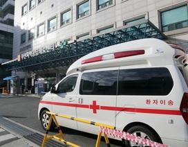 Hàng nghìn người ở tâm dịch Covid-19 tại Hàn Quốc chờ giường bệnh