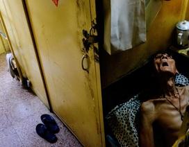 """Ám ảnh cuộc sống của cư dân nghèo trong nhà """"quan tài"""" tại Hồng Kông"""