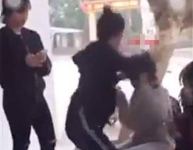 Nữ sinh lớp 10 bị nữ sinh lớp 12 đánh dã man