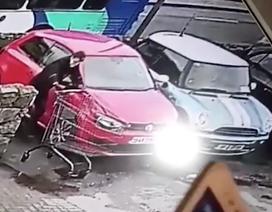 Trút giận lên xe đẩy, người đàn ông lãnh hậu quả bẽ mặt