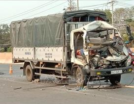 Xe tải tông máy cày, 3 người trên xe tải thương vong