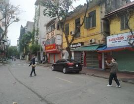 Điểm nóng Covid-19 tại Hà Nội: Hàng quán đóng cửa, phố xá vắng hoe