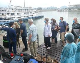 Có người bay cùng chuyến với ca Covid-19 của Hà Nội, 14 du khách bị cách ly