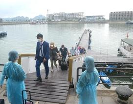 Đối phó với Covid-19, Quảng Ninh tạm dừng đón khách du lịch