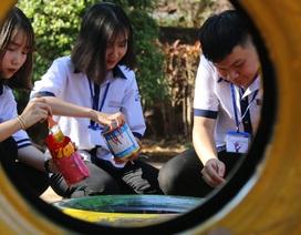 Học sinh làm đồ chơi, gây quỹ tặng điểm trường vào học muộn nhất nước
