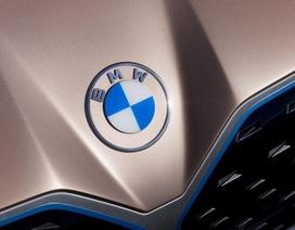 BMW ra mắt logo trong suốt