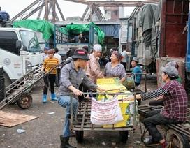 Những nữ cửu vạn không có ngày 8/3 ở chợ Long Biên