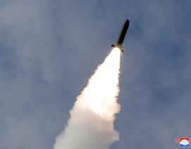 """Triều Tiên tiếp tục phóng 3 tên lửa giữa """"bão"""" corona"""