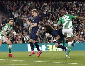 Thua sốc Betis, Real Madrid mất ngôi đầu bảng vào tay Barcelona