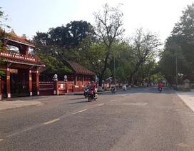 Đường phố Huế vắng bóng người sau ca nhiễm Covid-19 của du khách