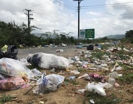 """""""Con đường rác"""" ở huyện nông thôn mới duy nhất của Quảng Ngãi"""