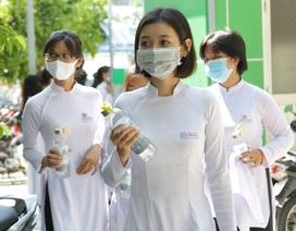 ĐH Kiên Giang tặng 1.500 chai đựng nước cho học sinh Cà Mau