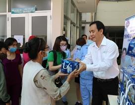 NutiFood tặng quà cho bệnh nhân trong mùa dịch Covid - 19
