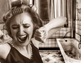Litva: Chồng khóa vợ trong nhà tắm vì sợ virus corona