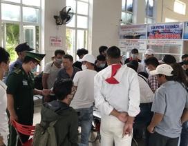Hành khách đi Lý Sơn phản ứng gay gắt vì thiếu tờ khai y tế