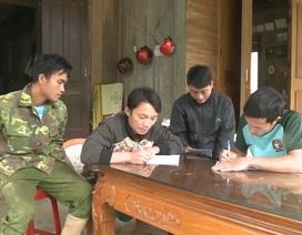 Viết đơn xin thoát nghèo, 25 hộ dân miền núi được tặng giấy khen